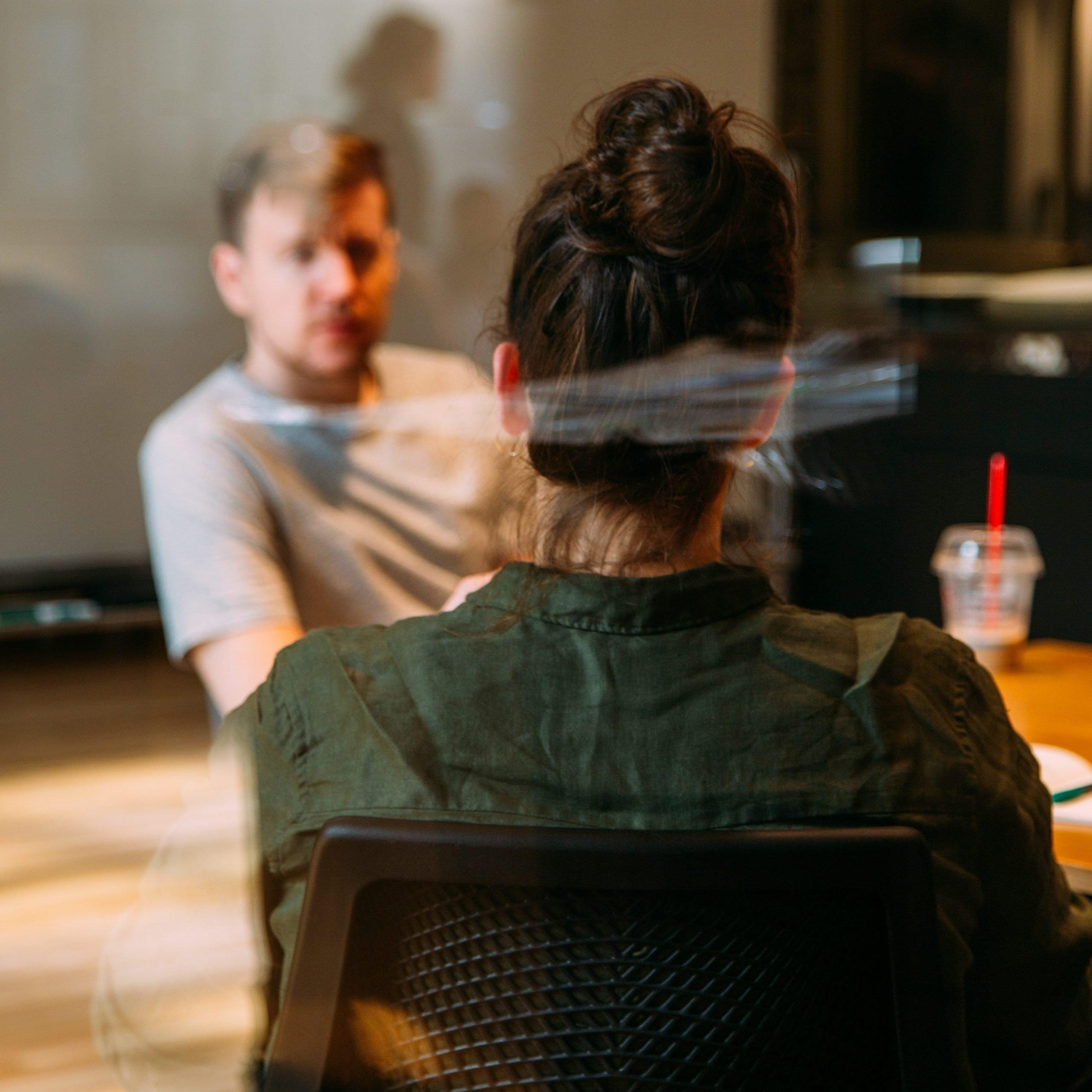 Consultar a líderes con experiencia para liderar equipos en remoto