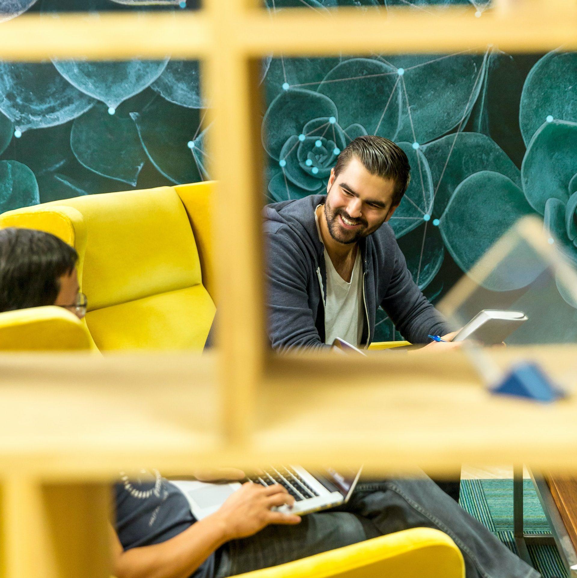 Genera un buen ambiente trabajo en equipo colaboración