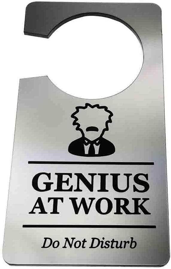 Cartel genio trabajando para gestionar las interrupciones en el trabajo